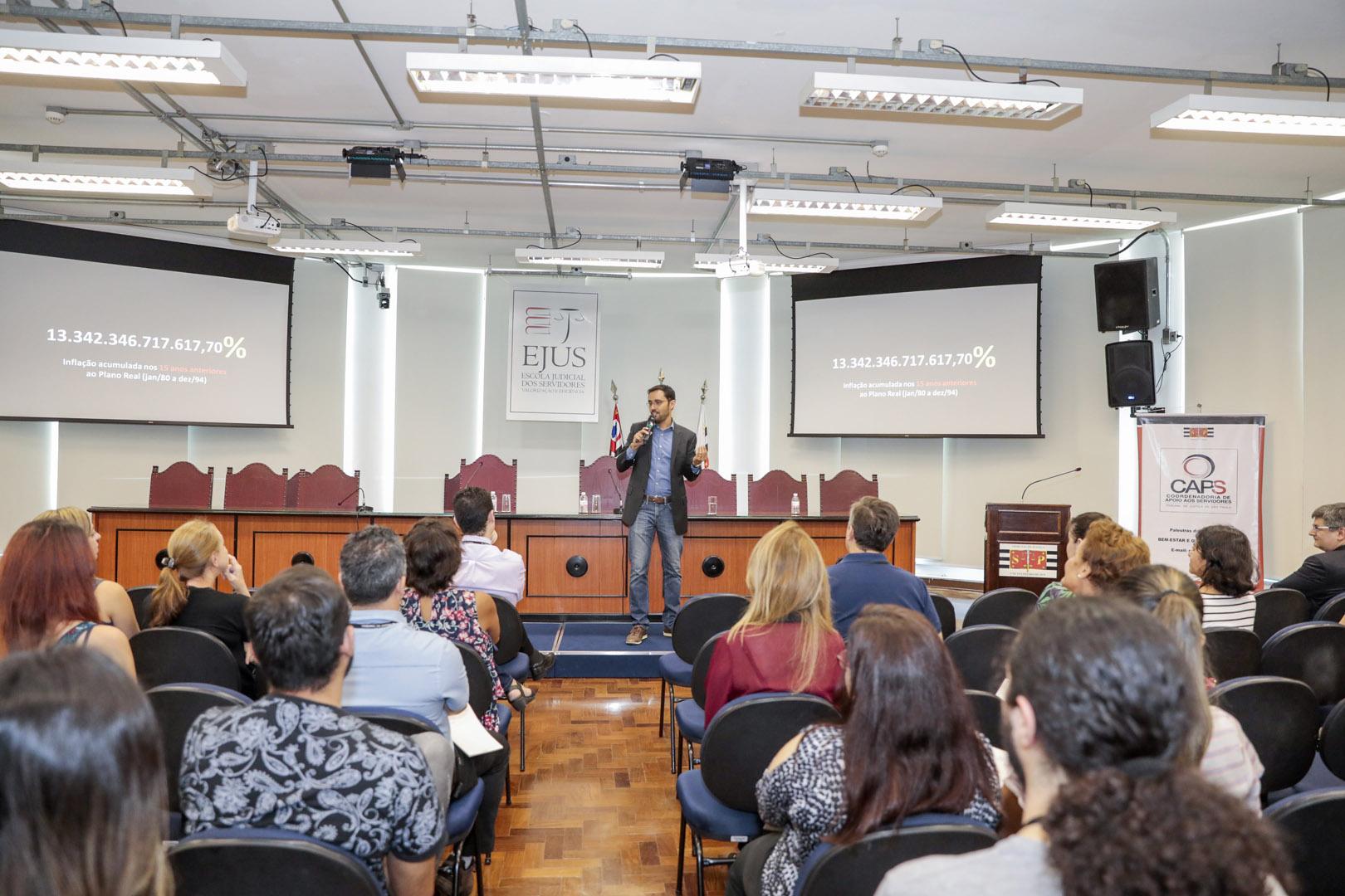 Caps promove palestra sobre educação financeira