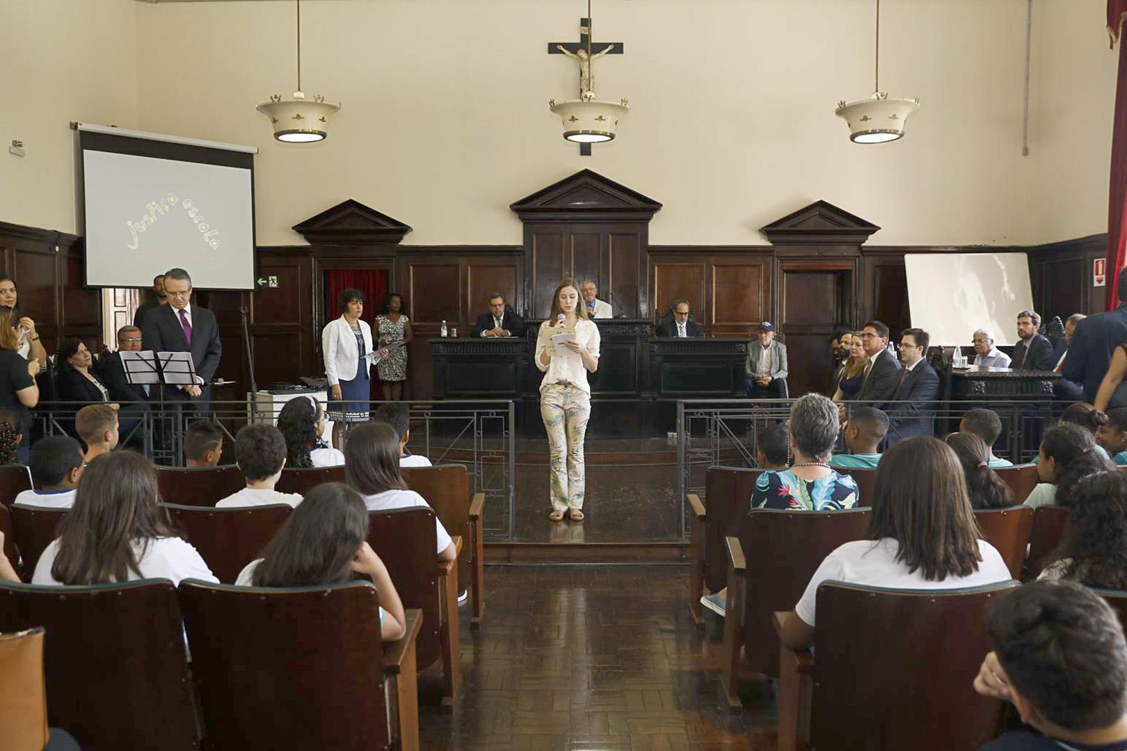 Programa Cidadania e Justiça na Escola aproxima crianças do Judiciário
