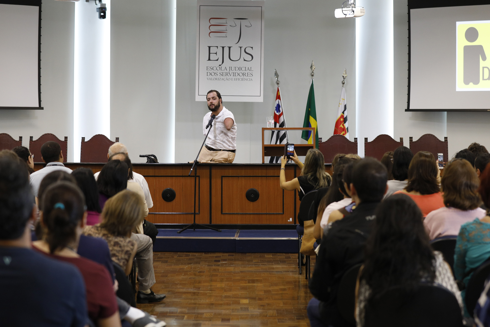 """EJUS e CAPS promovem palestra """"Como Vencer Desafios – Uma história Inspiradora"""""""