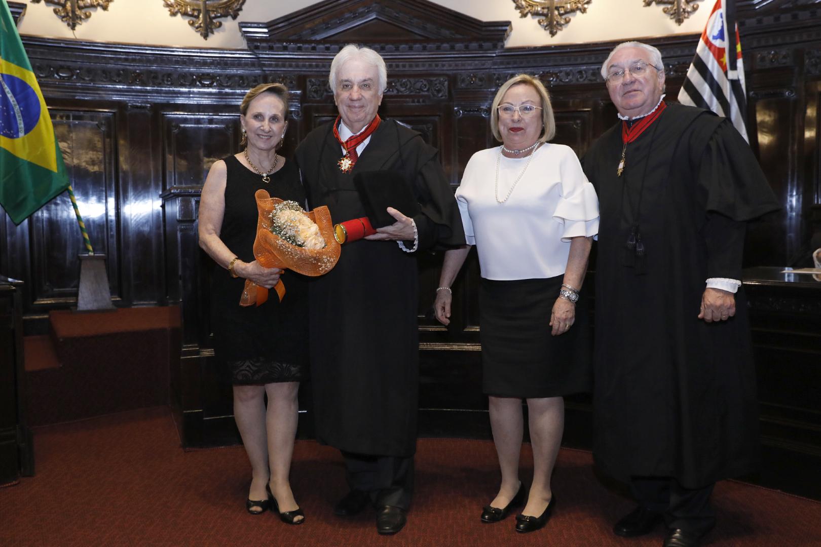 Braz Martins Neto recebe o Colar do Mérito Judiciário