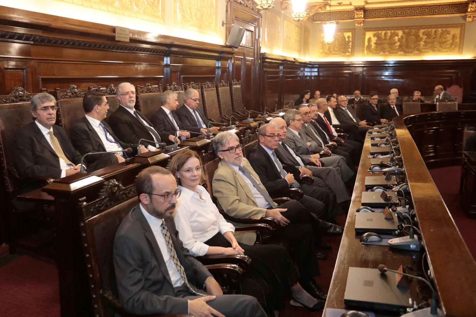 Tribunal empossa quatro novos desembargadores