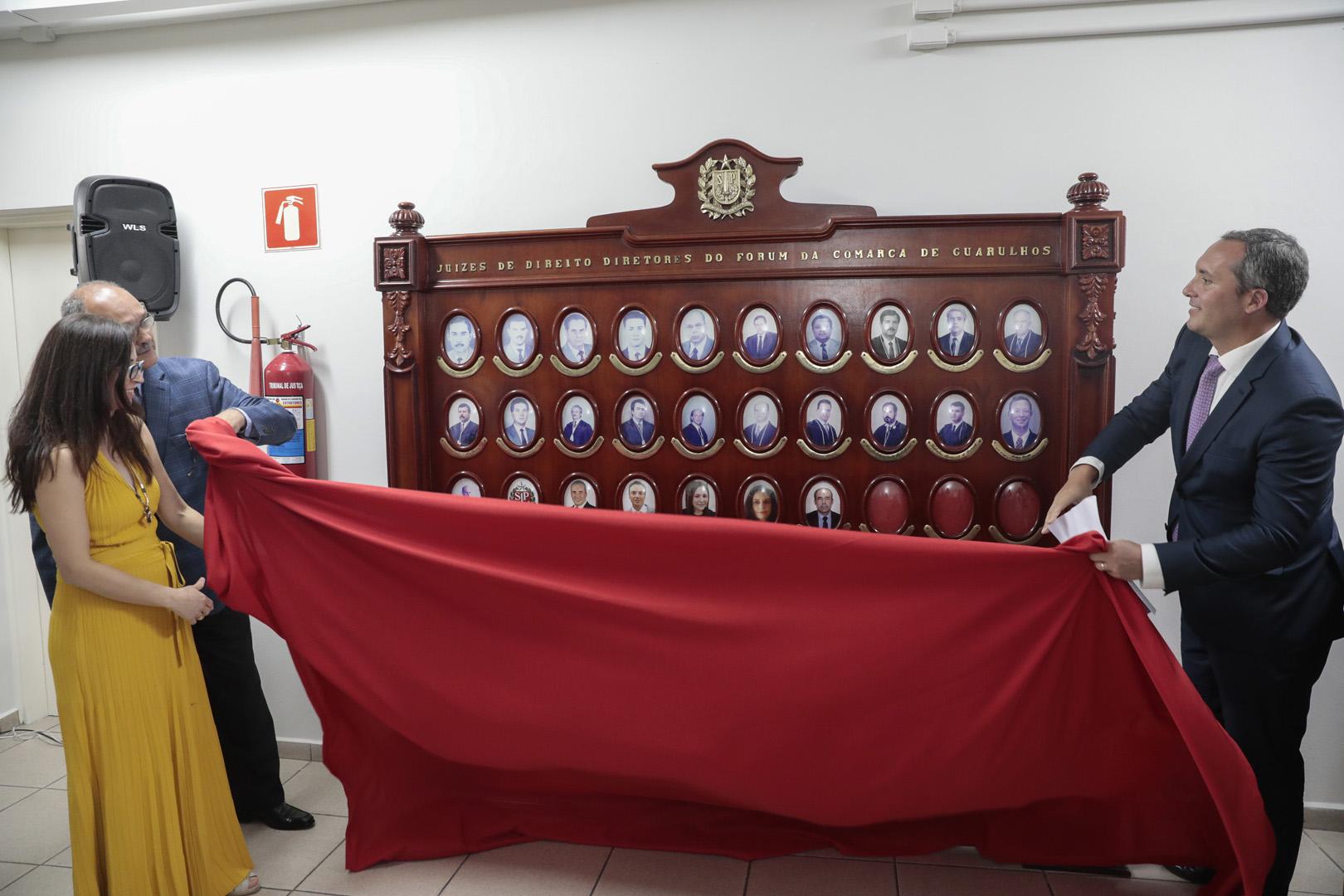 "Comarca de Guarulhos inaugura ""Galeria de Retratos de Juízes Diretores"""