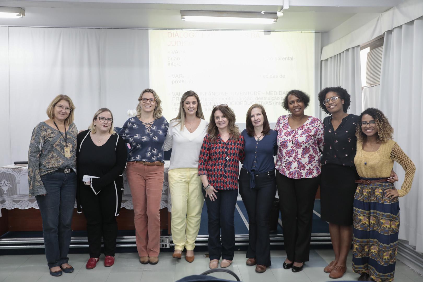 """Foro Regional da Penha promove palestra com o tema """"A Judicialização da Questão Social"""""""