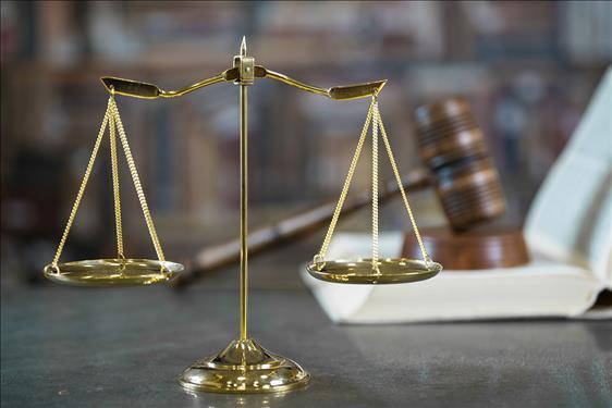 Mulher alvo de comentários pejorativos em fila de cesta básica será indenizada por danos morais