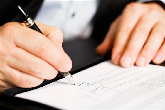 Pessoa que teve assinatura falsificada em contrato social de empresa será indenizada