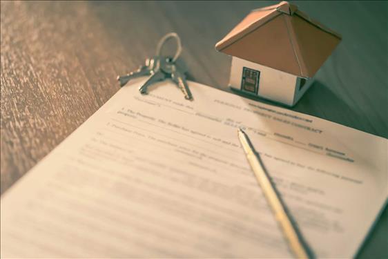 Proprietários que arremataram imóvel em leilão judicial devem arcar com dívidas pré-existentes