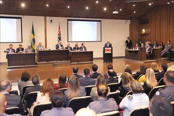 Debate expõe opiniões sobre nova Lei de Abuso de Autoridade
