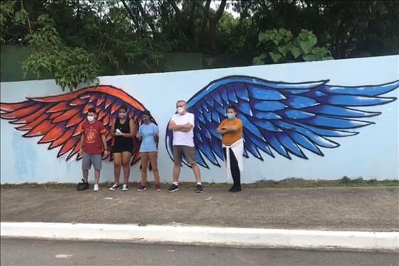 Jovens do projeto Trampo Justo participam de intervenção artística em São Paulo