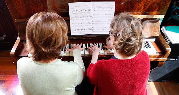 Pianistas do grupo 'Sem Fronteiras' tocam no projeto Quintas Musicais