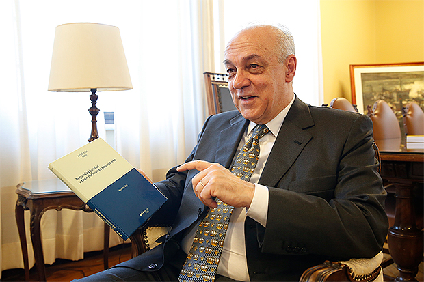 Presidente da Seção de Direito Público lança na Espanha livro sobre segurança jurídica
