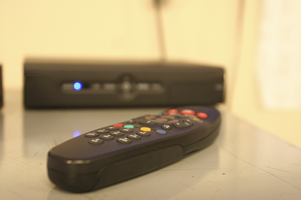 Justiça determina desconto por corte em transmissão de canais abertos de TV