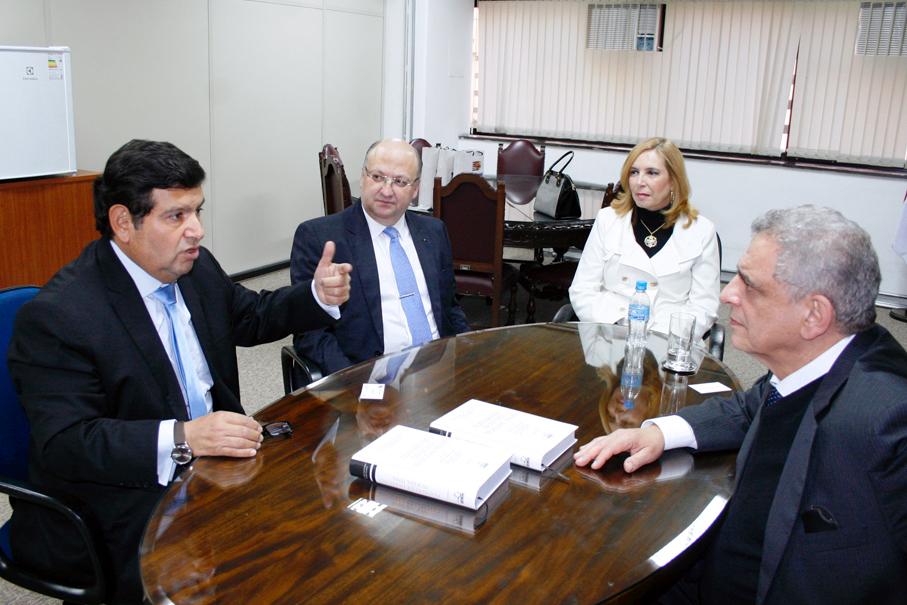 Diretor da EPM reúne-se com o magistrado José Antonio Neyra Flores, da Corte Suprema de Justiça do Peru
