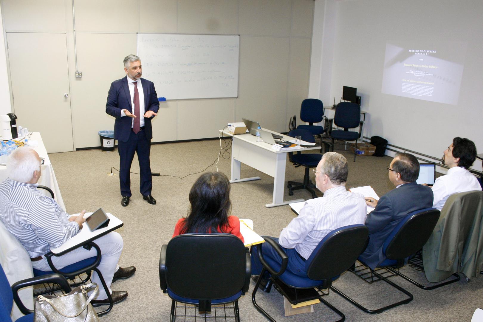 Parcerias do Estado com o terceiro setor são debatidas no Núcleo de Estudos em Direito Administrativo
