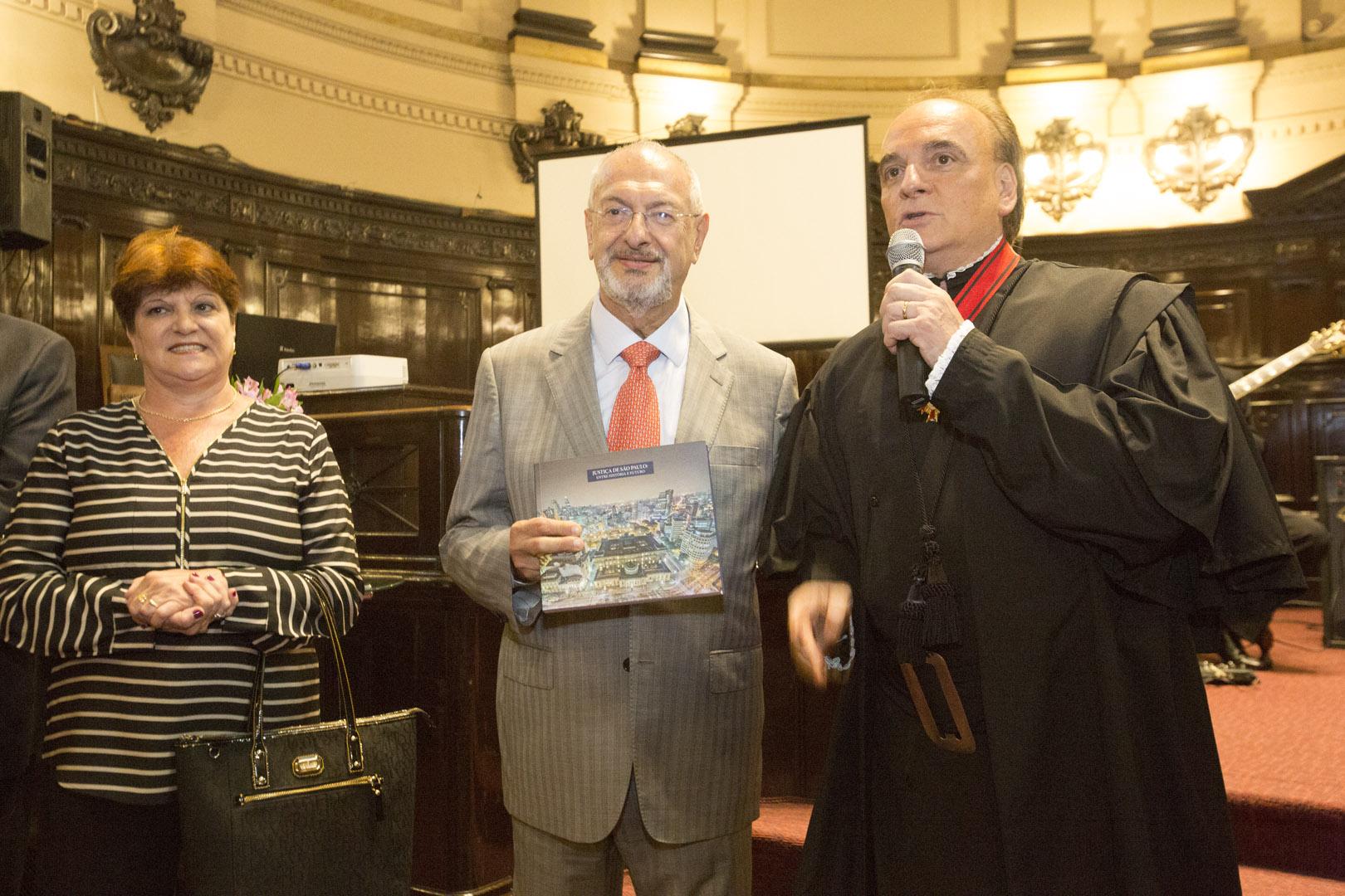 Evento no TJSP marca lançamento de livro e foto oficial do biênio 2016-2017