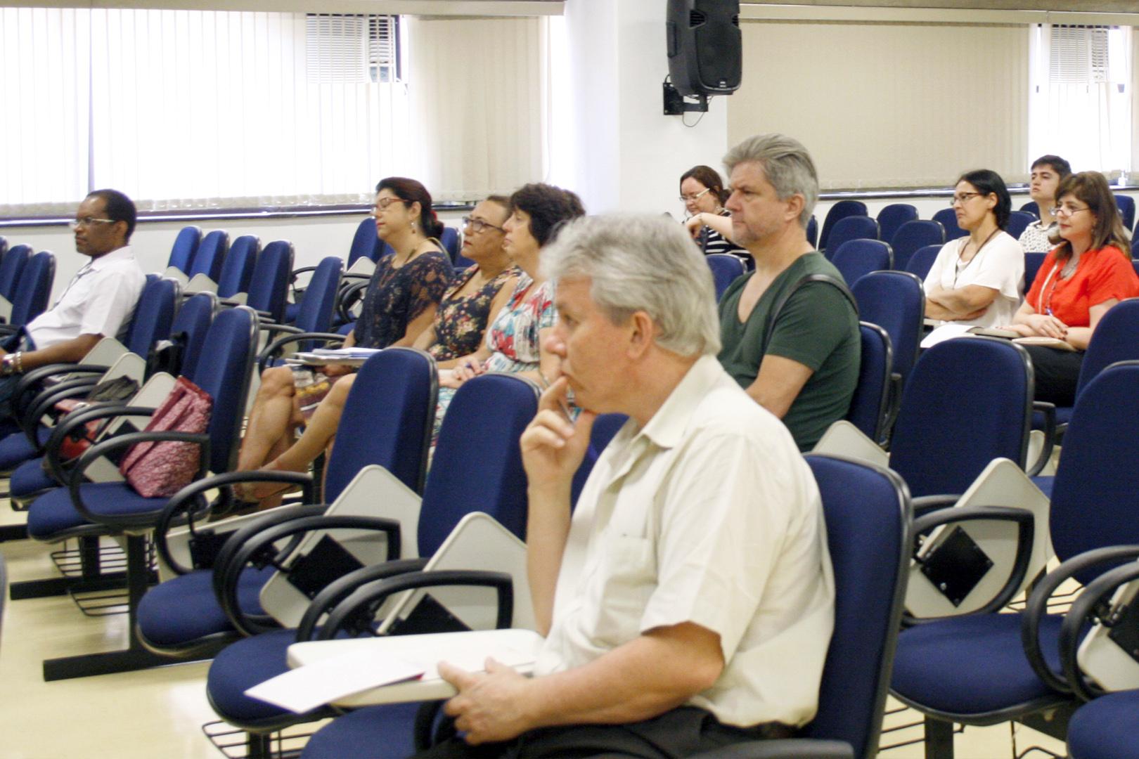 EJUS realiza a palestra 'Literatura e Direito'