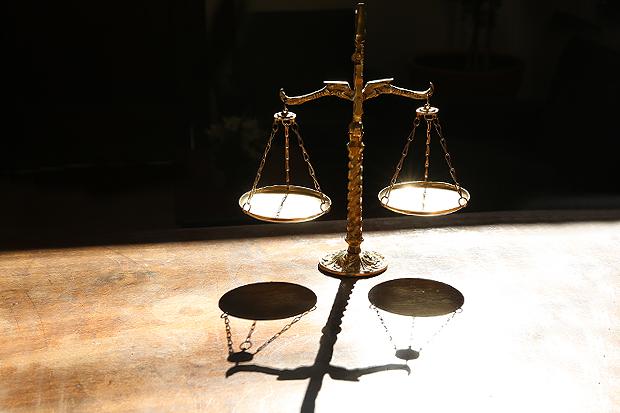 Homem é condenado por roubo a joalheria e corrupção de menores