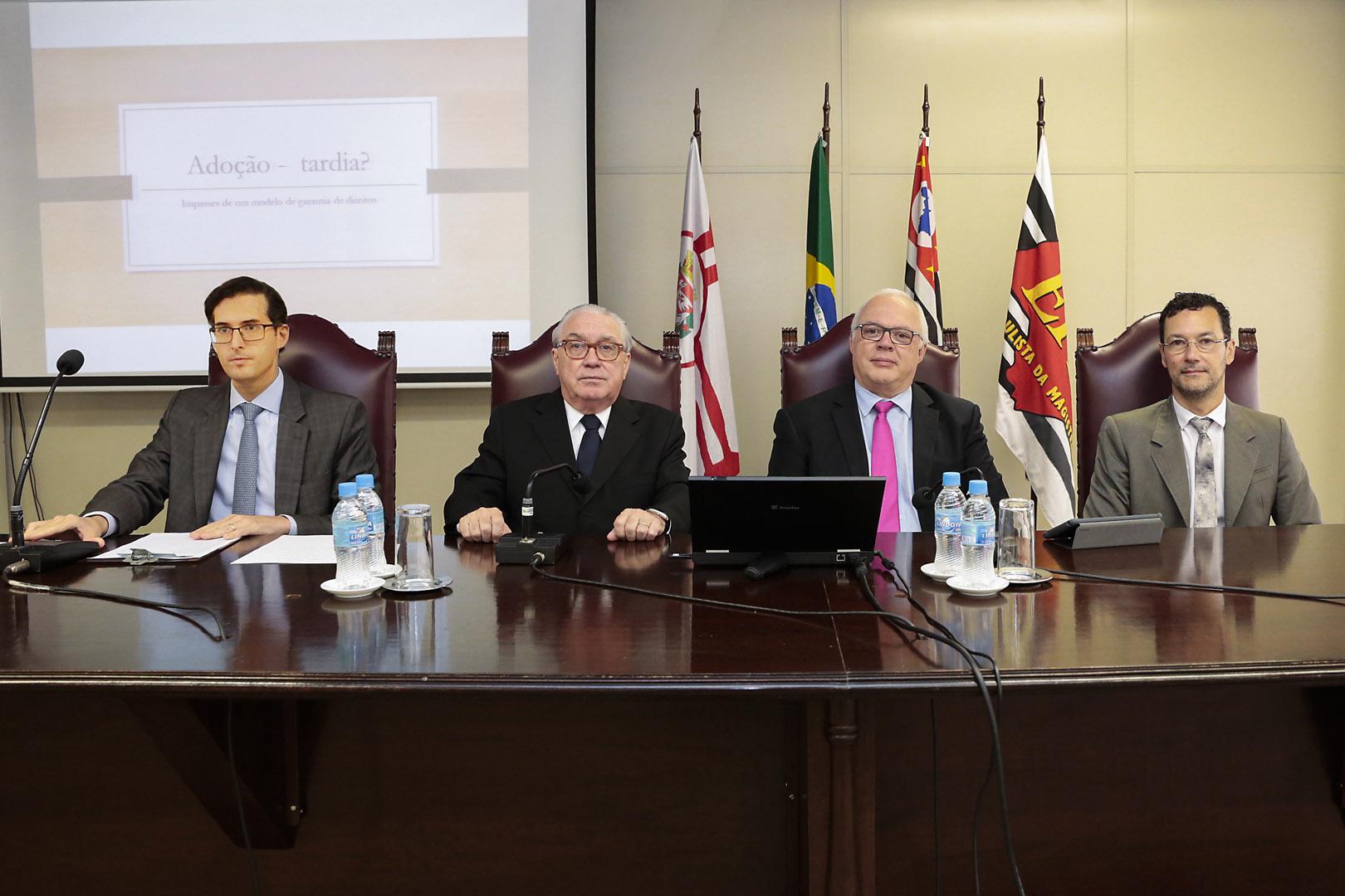 Adoção tardia é debatida em curso na EPM