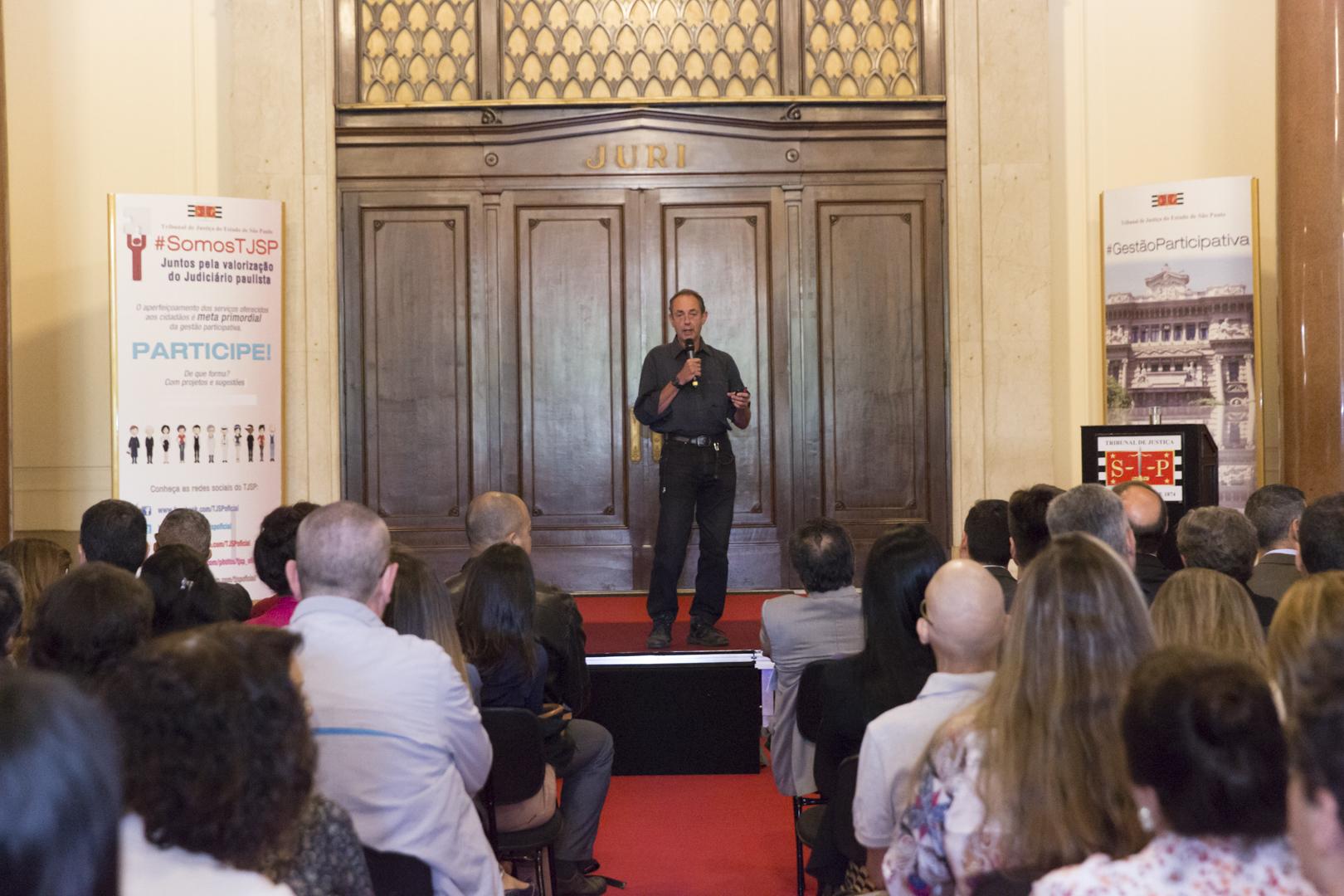 Amyr Klink apresenta palestra no TJSP