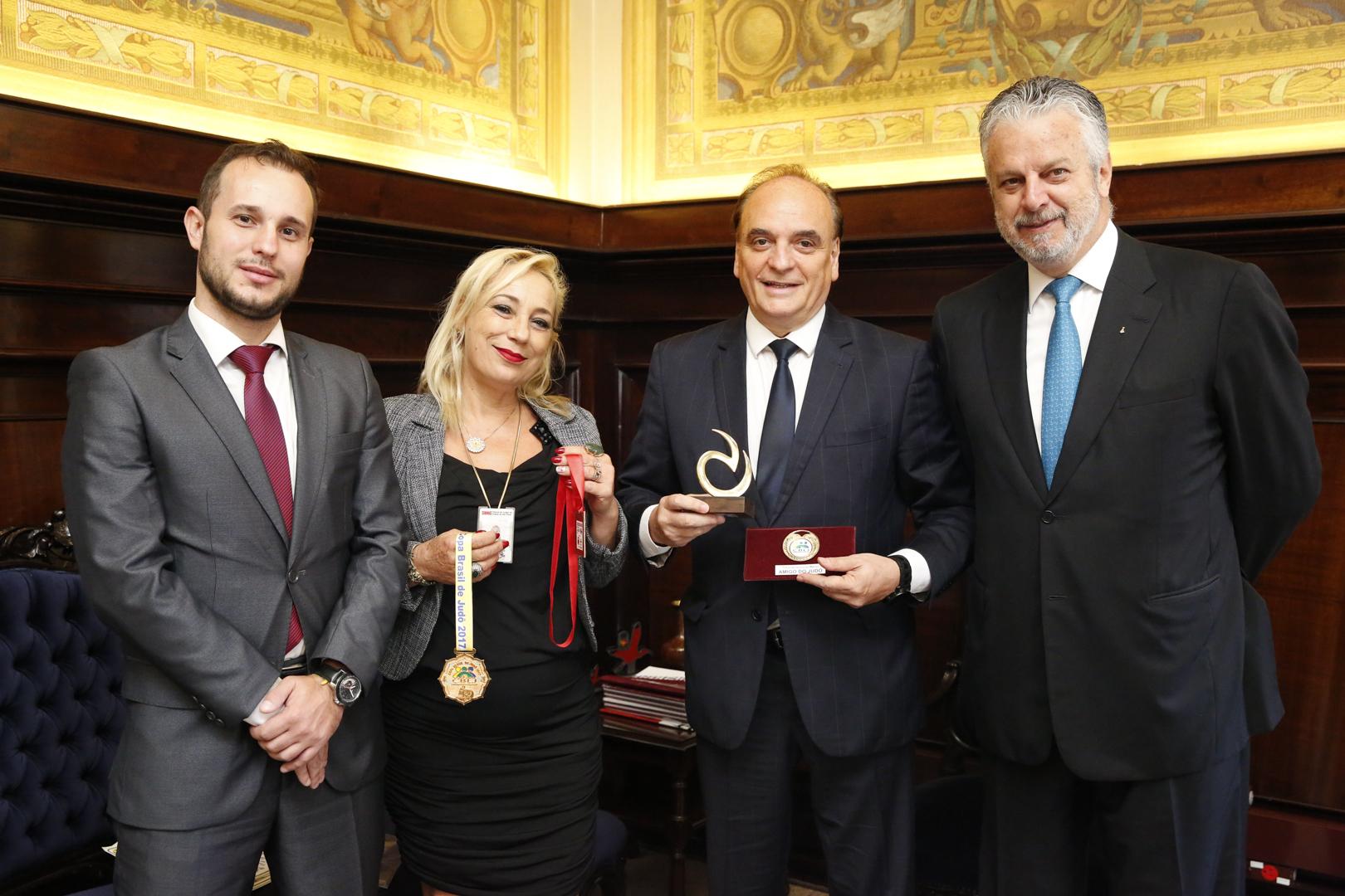 Cejusc de Monte Mor recebe homenagem por promover ações sociais