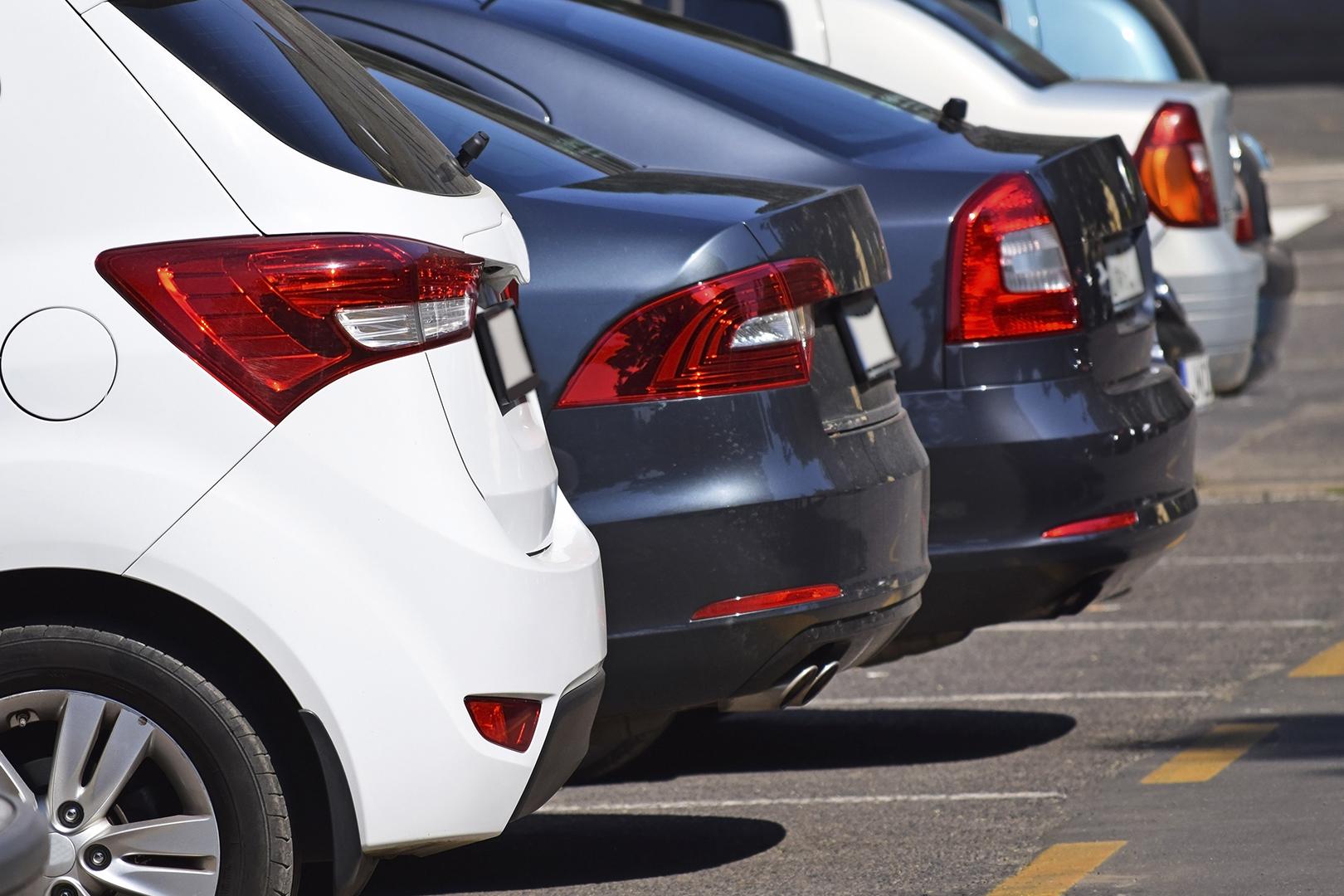 Banco deve indenizar cliente roubada em estacionamento