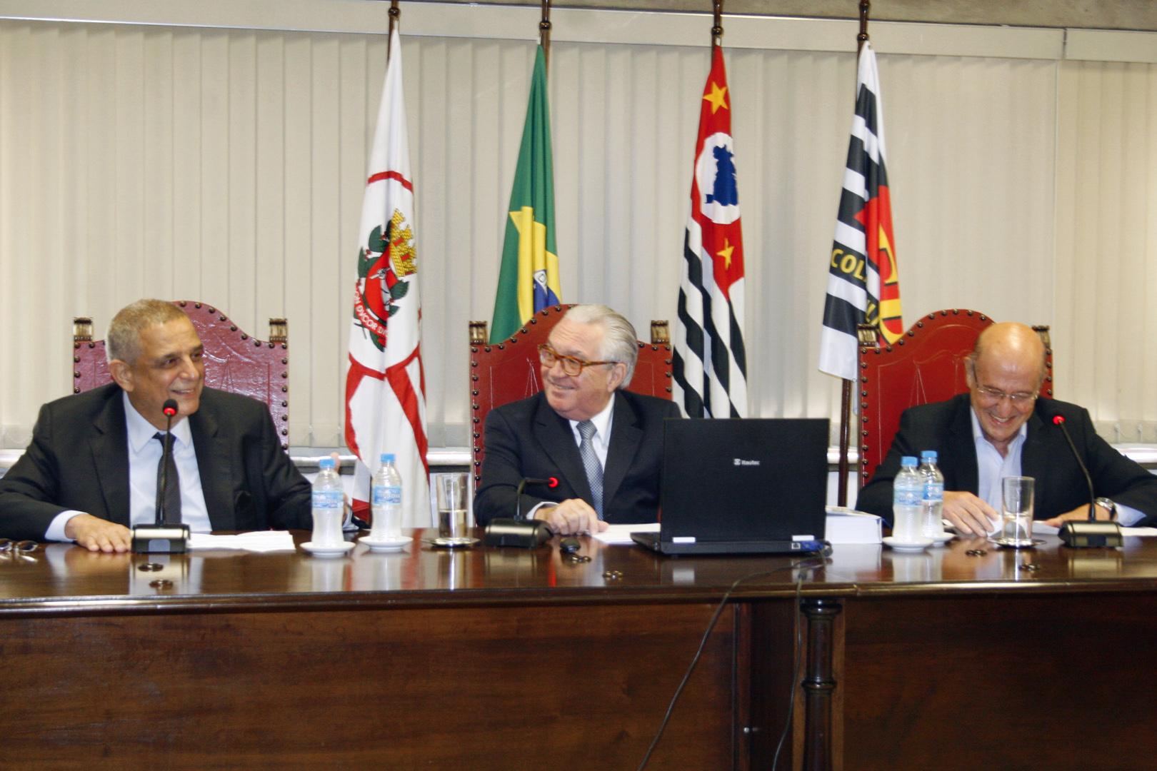 Presidente ministra aula magna do terceiro módulo do curso de Direito Empresarial da EPM