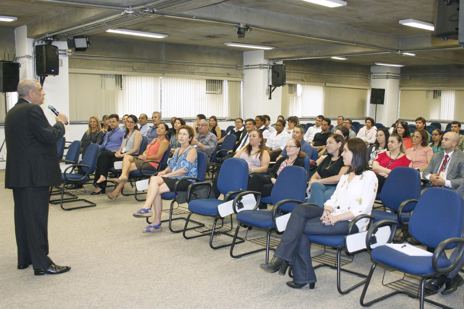 Diretor da EPM e da EJUS reúne-se com servidores