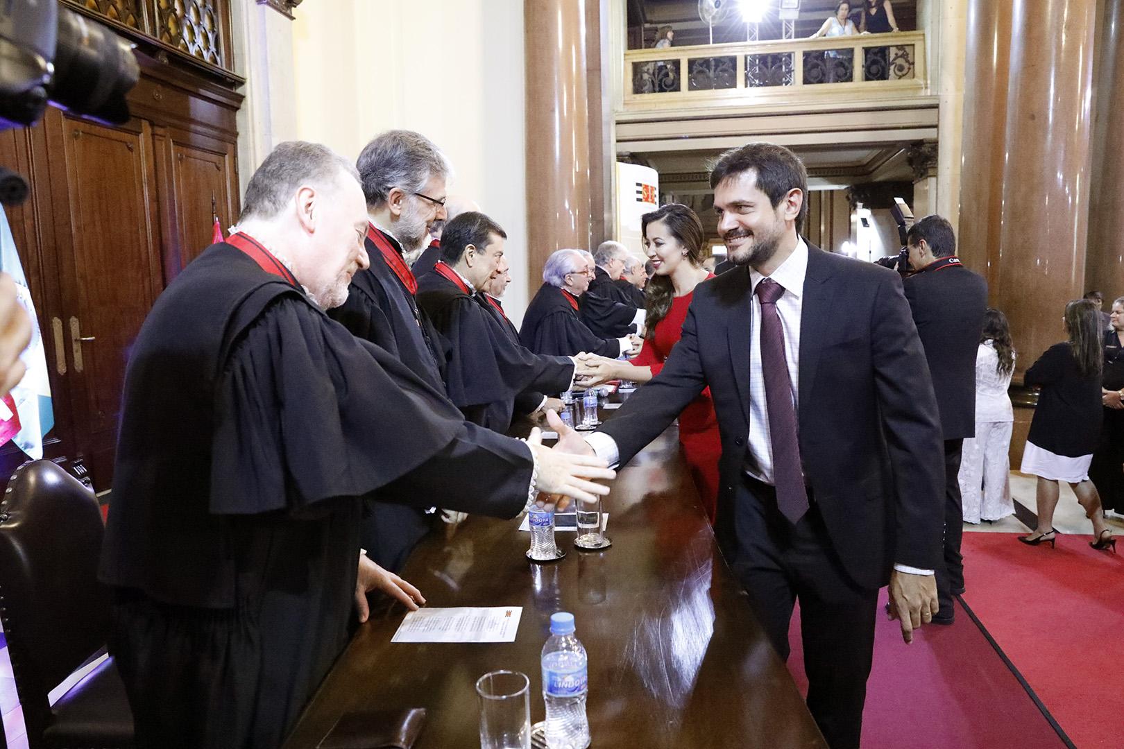 Juízes são vitaliciados no TJSP
