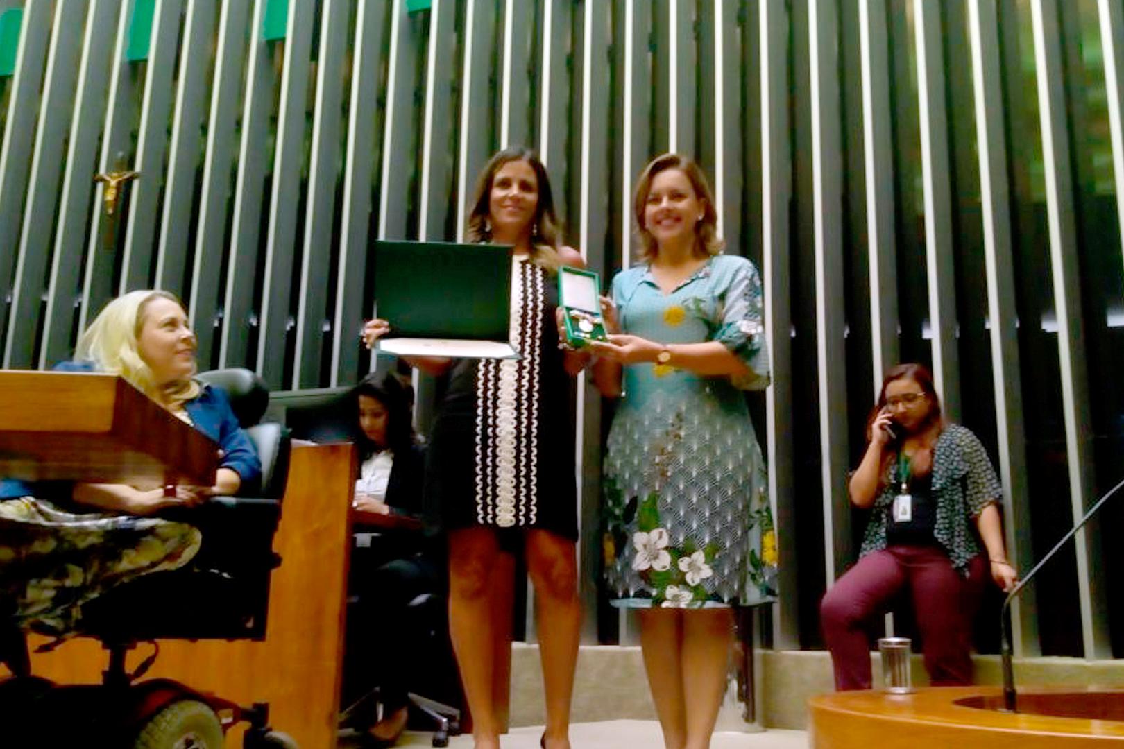Câmara dos Deputados reconhece trabalho de juíza paulista