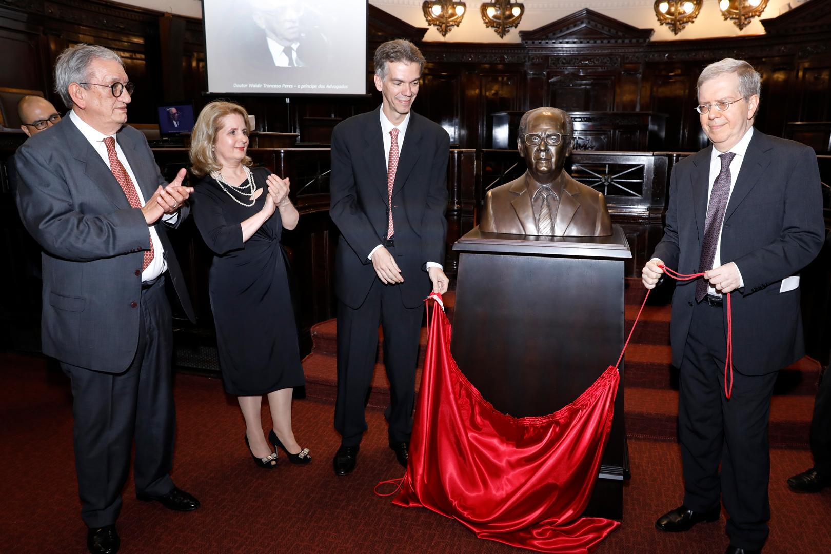 Waldir Troncoso Peres é homenageado pelo TJSP
