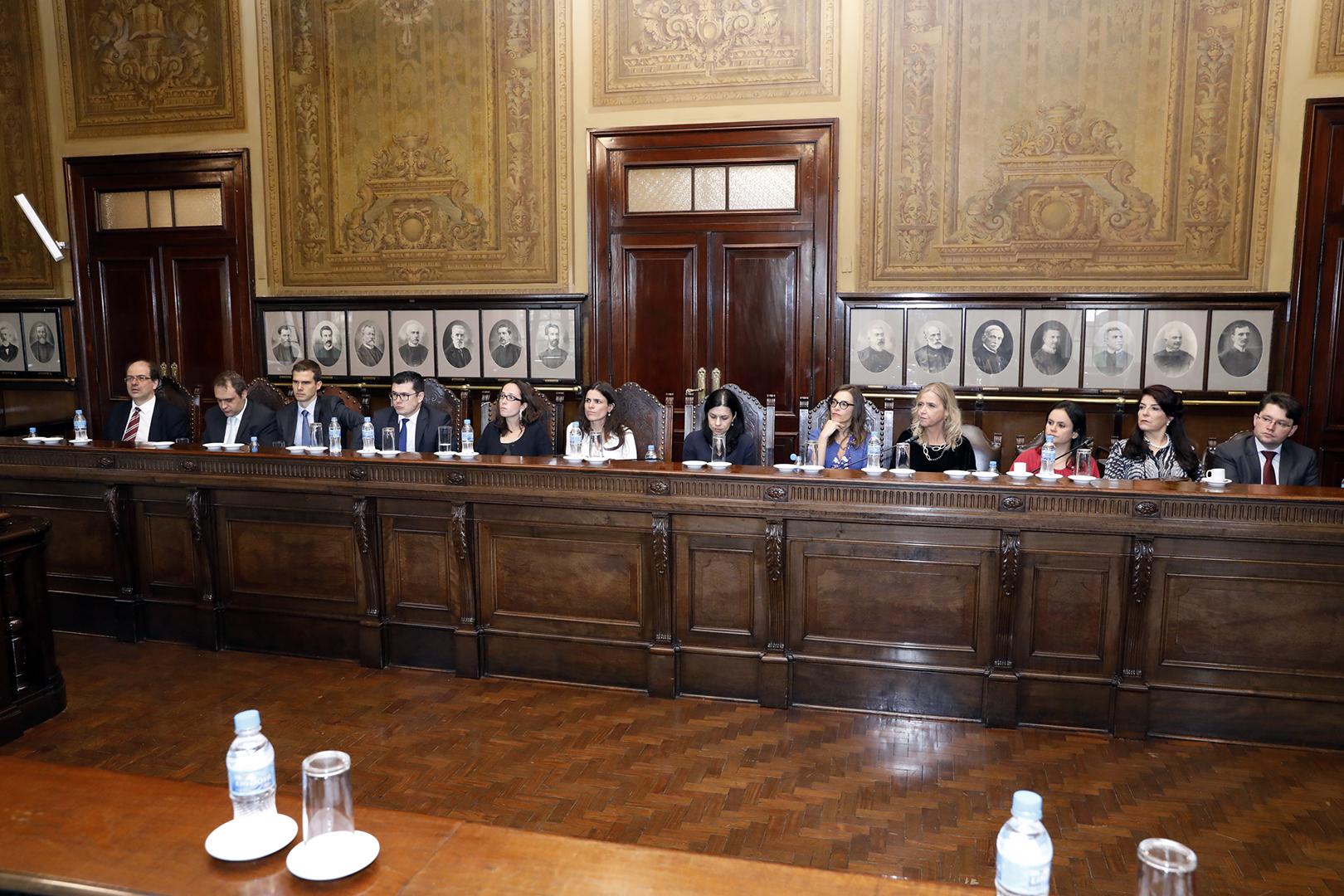 Reestruturações para garantir economia e eficiência são apresentadas na reunião dos 100 dias de gestão