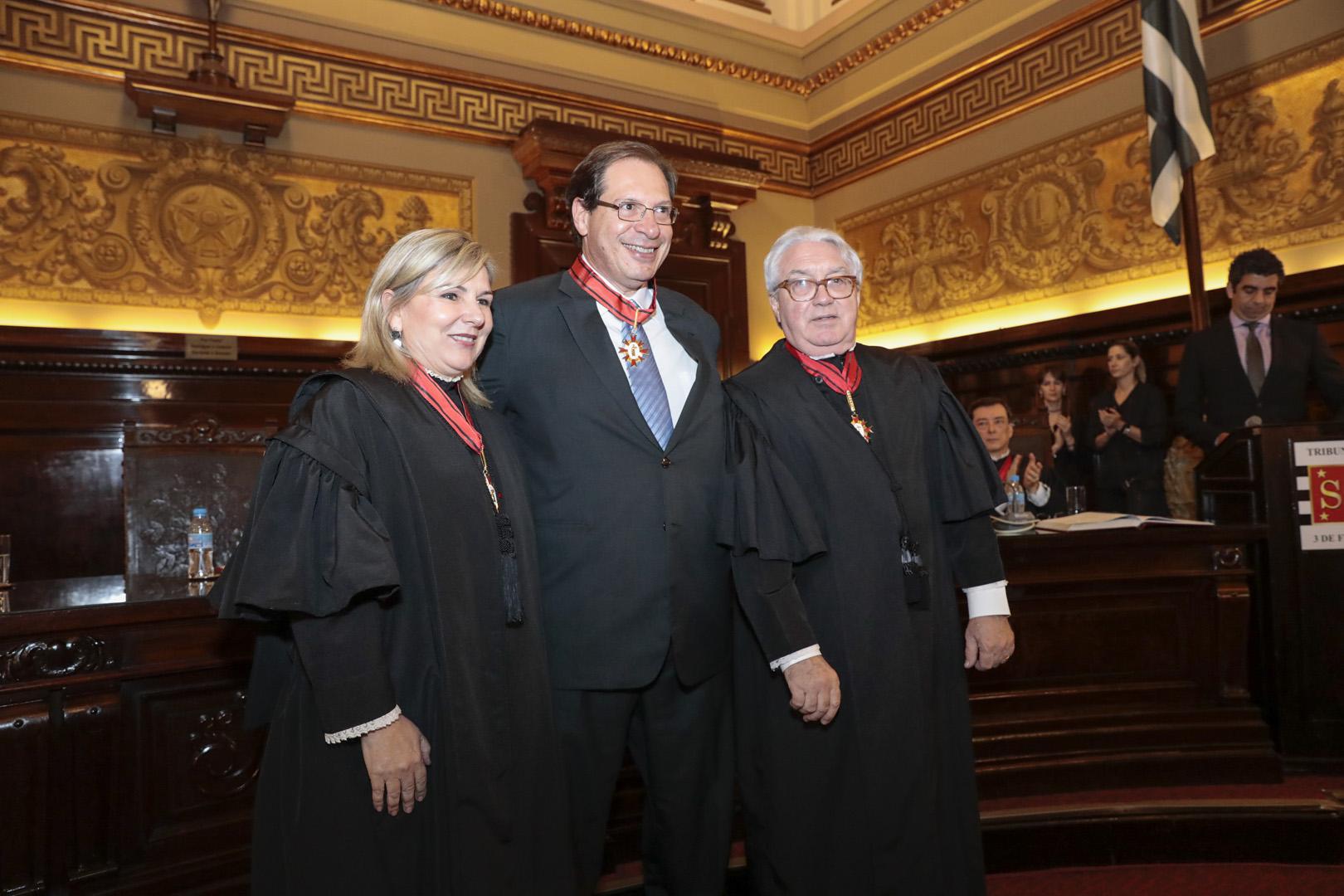 Ministro Luis Felipe Salomão é agraciado com o Colar do Mérito Judiciário