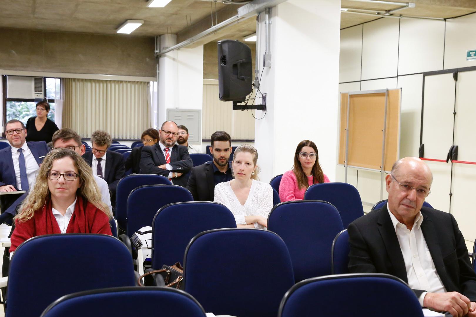 Presidente ministra aula no curso de pós-graduação em Direito Empresarial da EPM