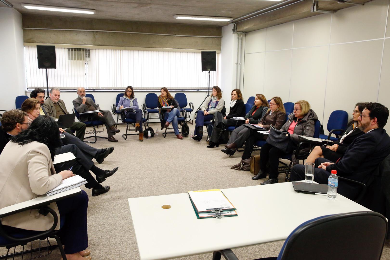Ocupação de espaços públicos por usuários de drogas é debatida no Núcleo de Estudos em Direito Urbanístico