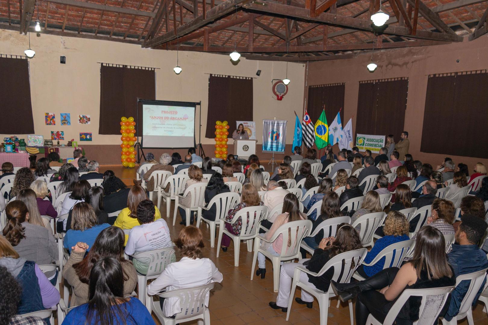 Comarca de São Miguel Arcanjo divulga Programa de Apadrinhamento Afetivo