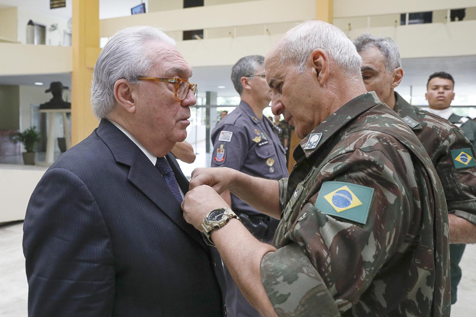 Judiciário é homenageado no Comando Militar do Sudeste
