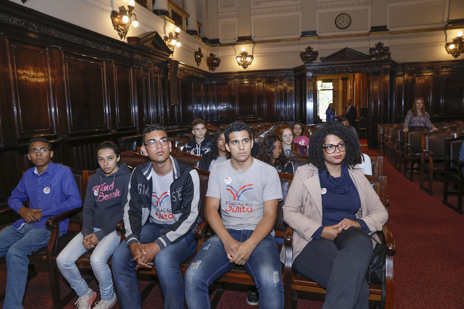 Jovens da Fundação Julita participam de visita monitorada no Palácio da Justiça